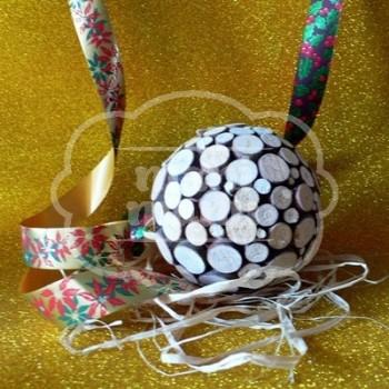 Bola decorada con madera natural 120 mm